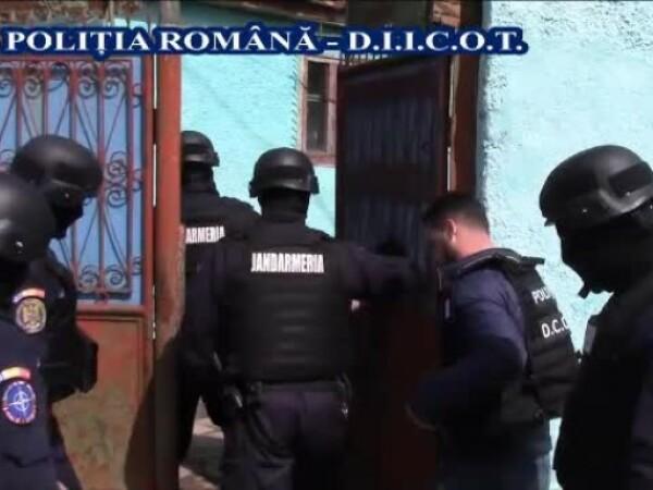 Zeci de percheziții la suspecți de contrabandă cu țigări. 14 persoane, reținute