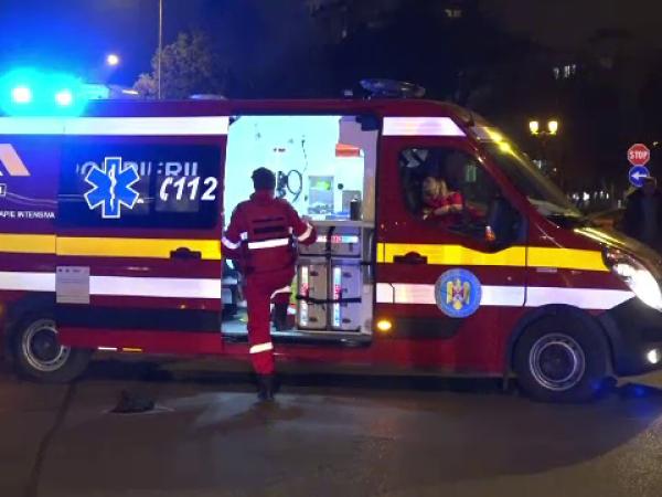 Bărbat lovit în plin de o maşină, pe o stradă din Alba