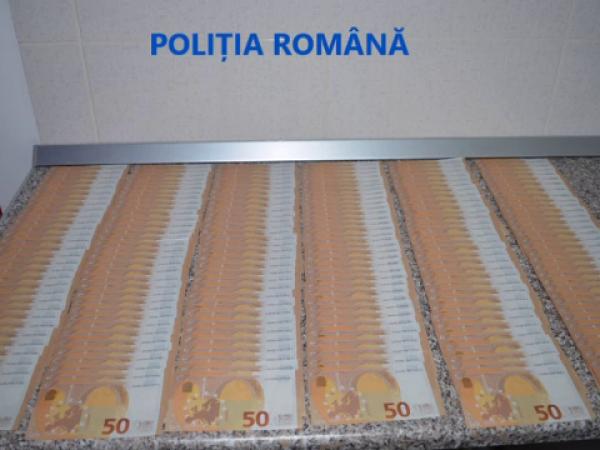 90.000 de euro contrafăcuţi, găsiți de poliţiştii din Gorj în urma unor percheziţii