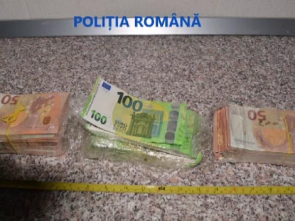 Zeci de mii de euro falși, plasați pe piață de trei indivizi prinși în flagrant la Timișoara