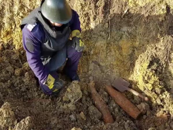 Șapte proiectile din Al Doilea Război Mondial, găsite în sanțuri comunale din Bihor