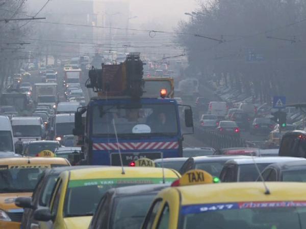 Poluarea din oraș, la fel de nocivă ca fumatul pasiv. Riscul de cancer în orașele aglomerate, cu 20% mai mare