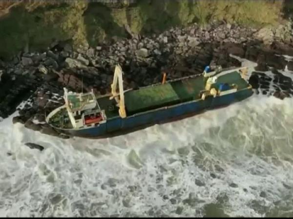 """Furtuna Dennis a făcut cinci morți în Marea Britanie. Povestea """"vaporului fantomă"""""""