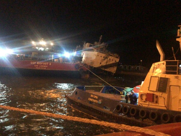 Nava cu oi moarte a fost adusă la cheu, în portul Midia