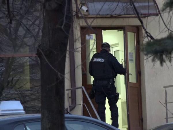 Funcționari publici, anchetați pentru șpagă de la instructori auto, la Botoșani