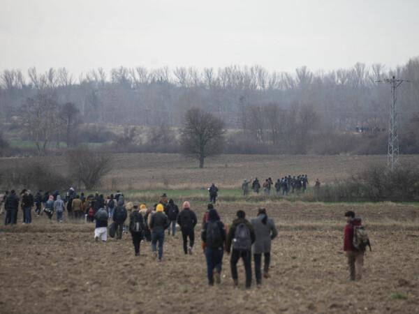 Turcia îi lasă pe refugiații sirieni să ajungă în Europa. Sute de migranți se îndreaptă deja spre Grecia