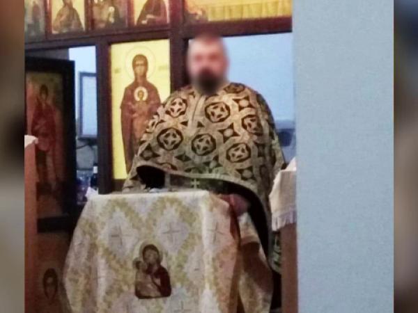 Un preot ar fi convins o minoră să se filmeze goală, apoi a distribuit imaginile