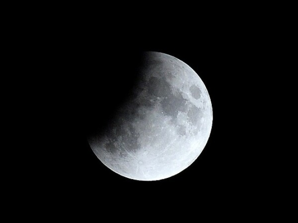 Eclipsă parţială de Lună - 5