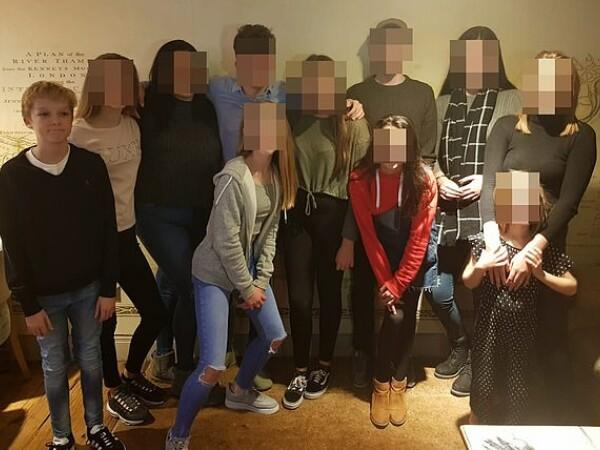 Un băiat de 14 ani, batjocorit la școală, s-a sinucis în fața colegilor lui
