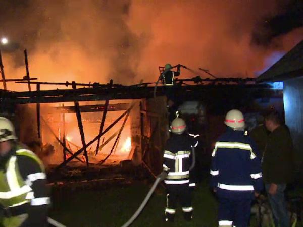 Incendiu izbucnit în condiții suspecte, în Bistrița-Năsăud. Mărturiile vecinilor