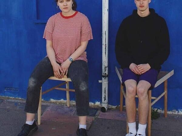 O femeie a inventat scaunul care îi obligă pe bărbați să stea cu picioarele lipite - 3
