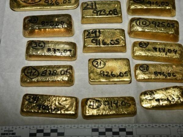 Lingouri de aur de 5 milioane dolari găsite pe aeroport