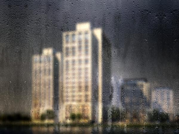 blocuri in ploaie