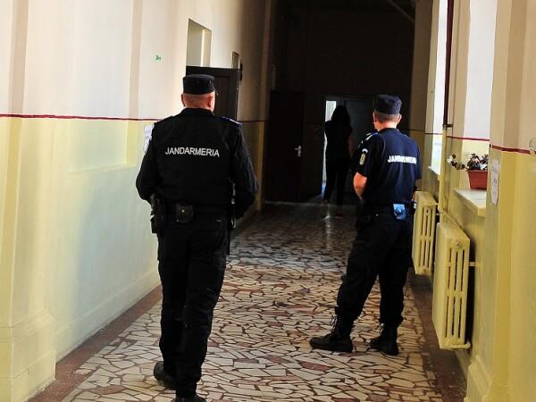 Elev de liceu bătut cu pumnii și palmele de un jandarm, la Bac