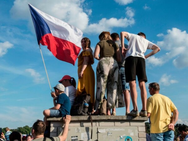 200.000 de cehi au ieșit în stradă pentru a cere demisia premierului Andrej Babis