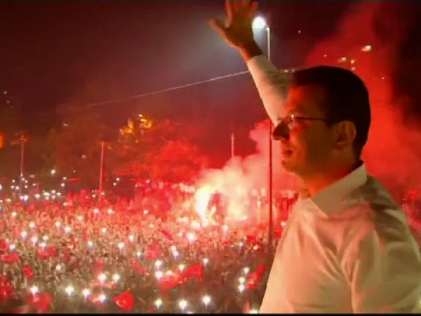 Sărbătoare pe străzile din Istanbul