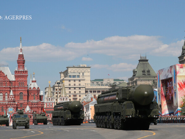 rachete balistice rusesti la parada de Ziua Victoriei