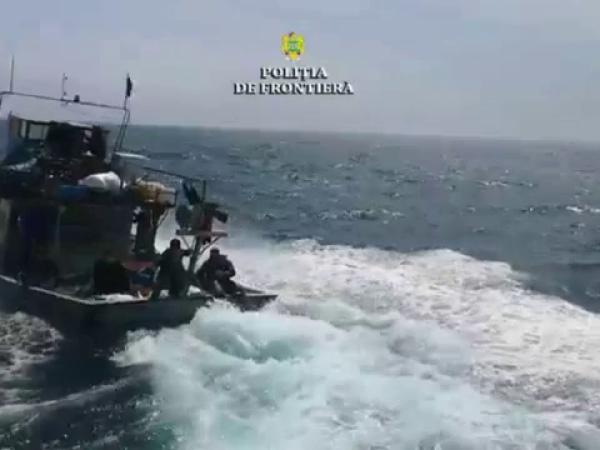 Braconierii prinși în Marea Neagră după o urmărire care a durat opt ore