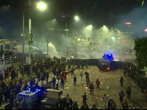 Proteste violente în capitala Indoneziei. Cel puțin 6 morți și 200 de răniți