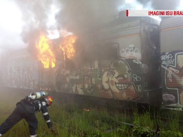 Incendiu puternic la un depou CFR din Brașov. De la ce ar fi pornit flăcările