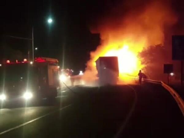 incendiu autocamion