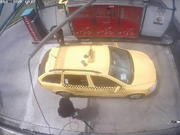 Taximetrist din Ungaria, jefuit într-o benzinărie