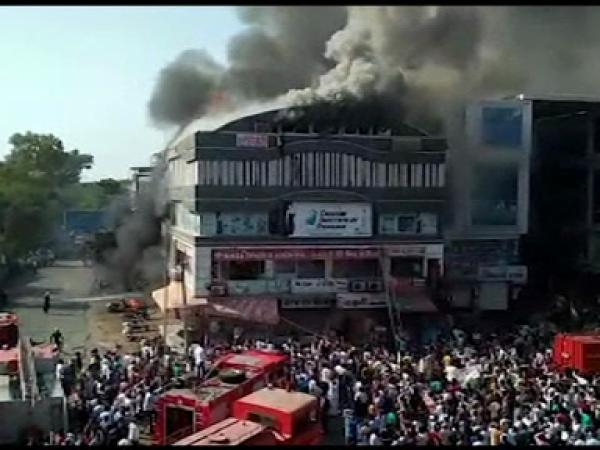 Incendiu devastator in India