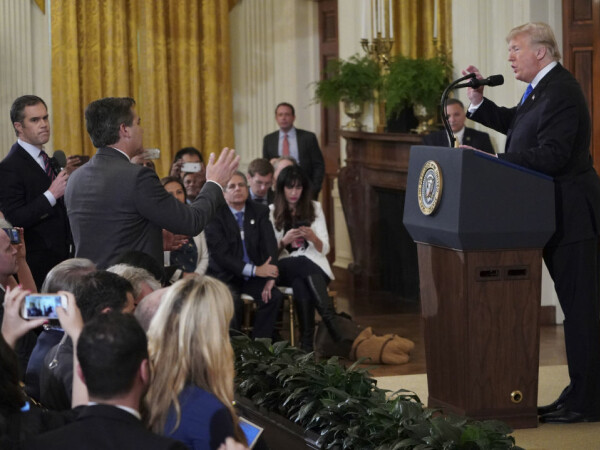 Donald Trump si Jim Acosta