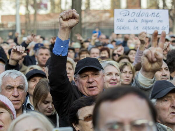 Manifestație pentru susținerea premierului R. Moldova, în fața Parlamentului din Chișinău