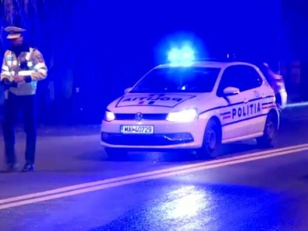 Accident pe un drum din Argeș. Mașină răsturnată, după ce șoferul a vrut să evite un câine