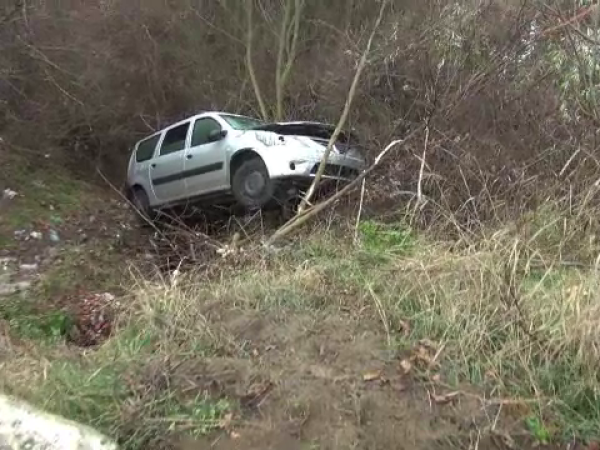 Masina cazuta in rapa