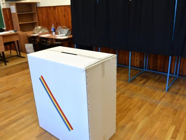 Imagine din interiorul unei sectii de votare