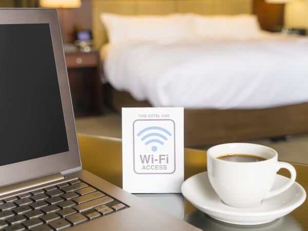 Turiștii hotelurilor de lux, spionați prin rețeaua Wi-Fi. Cum funcționează mecanismul