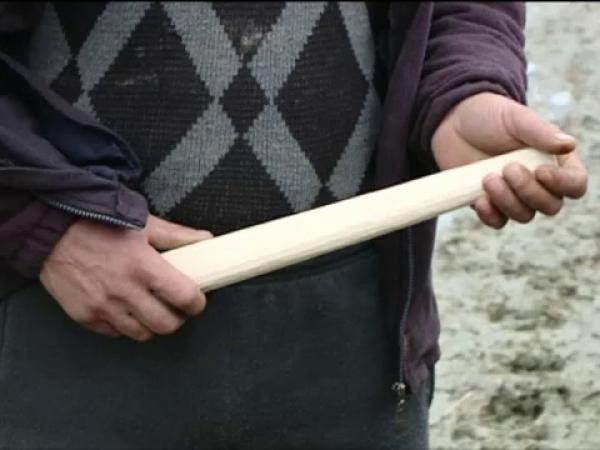 Doi tineri din Alba și-au bătur vecinii fără milă. Ce credeau că ascund în casă