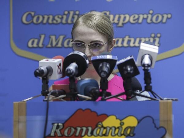 Lia Savonea face declaratii de presa la sediul Consiliului Superior al Magistraturii,