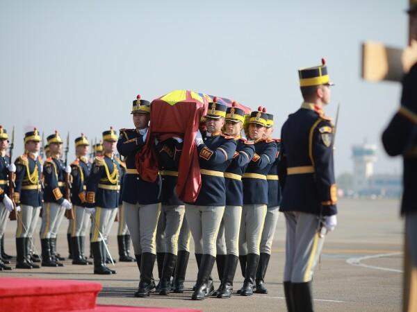 Funeraliile Reginei-mamă Elena, reînhumată la Curtea de Argeș