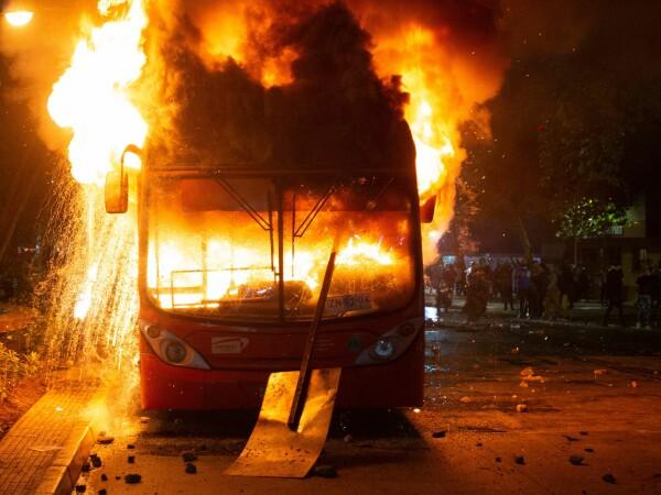 Stare de urgență în Chile după creșterea prețurilor la biletele de metrou - 7