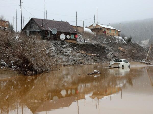 Dezastru provocat de surparea unui baraj la o mină de aur. Peste 13 persoane au murit - 3