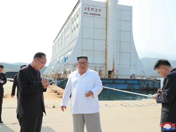 """Kim Jong Un a ordonat demolarea unor clădiri """"mizerabile"""" construite de Coreea de Sud"""