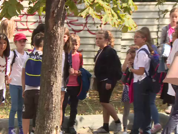Lecții în parc pentru elevii unei școli din București