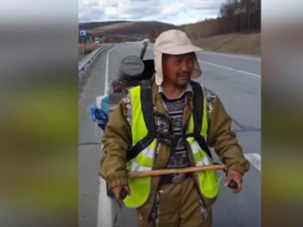Șamanul care a mers pe jos 3000 de km ca să-l expulzeze pe Putin a fost arestat