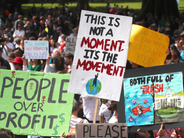 Mii de proteste vineri, în cea mai mare demonstraţie contra schimbărilor climatice din istorie