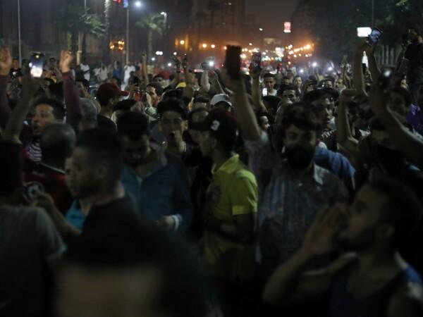 Sute de oameni arestați în Egipt, după proteste în care s-a cerut demisia președintelui