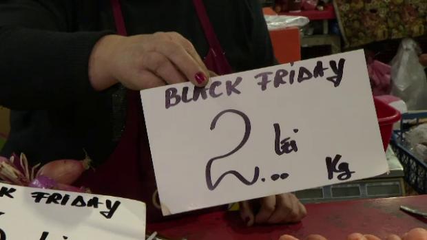 Black Friday a ajuns și în piețe. Care au fost ofertele comercianților