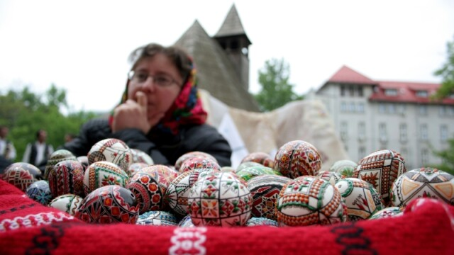 Targ de Paste in Bistrita: ouale de strut s-au vandut si cu 150 de lei!
