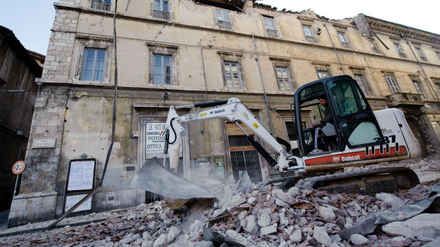 Cutremur puternic langa Roma, in Italia! Peste 150 de morti! - Imaginea 1