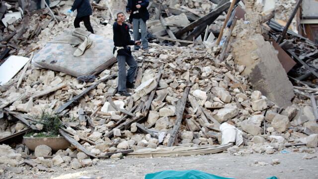 Cutremur puternic langa Roma, in Italia! Peste 150 de morti! - Imaginea 5