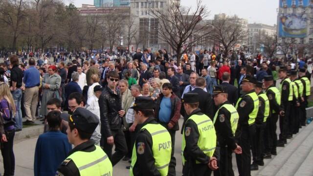 Miting de solidaritate cu cei din Chisinau in Piata Universitatii! - Imaginea 1