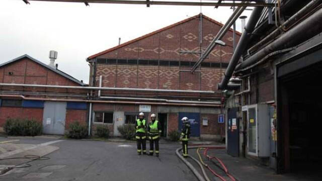 Un mort si 12 raniti in urma unui incendiu violent la o uzina din Paris