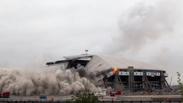 Adio, Texas! Stadionul-simbol al orasului a fost aruncat in aer